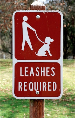 Leashes required sign