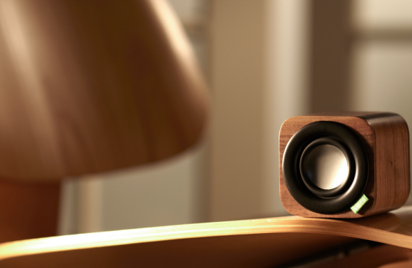 vers-audio-wood-speaker-table